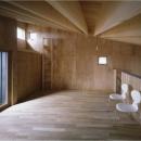 『蘭島のCOTTAGE』木に囲まれた海沿いの別荘の写真 ロフト-寛ぎの空間