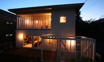 外観夜景|『厚別のCUBE』半戸外空間を楽しめるシンプルな住まい