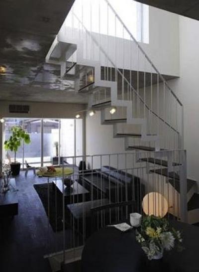 『モデルルーム Sunlight of calm』彩り豊かな住まい (ダイニングより階段・リビングを見る)