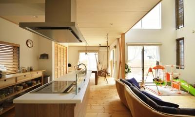 光と風を通す明るく開放的なLDK|S邸・「解放感!」吹き抜けのある家
