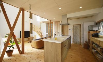 アイランド型のオープンキッチン|S邸・「解放感!」吹き抜けのある家