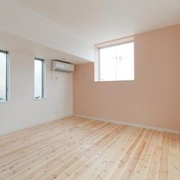 『SS-stadium』小さくても楽しくおおらかに暮らせる家 (洋室-ピンクのアクセントクロス)