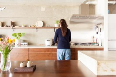 キッチン (団地リノベーション!休日は家でボルダリング アウトドアを楽しむ家)