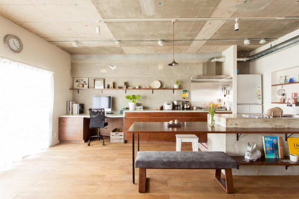 団地リノベーション!休日は家でボルダリング アウトドアを楽しむ家 (ワークスペース兼キッチン)