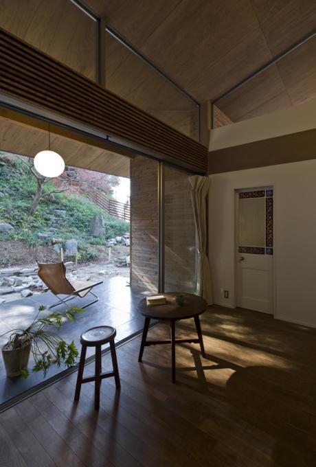 『広明町の家』緩やかな時間が流れる寛ぎの住まいの部屋 寛ぎの空間