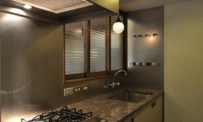 落ち着きのある独立型キッチン 『広明町の家』緩やかな時間が流れる寛ぎの住まい