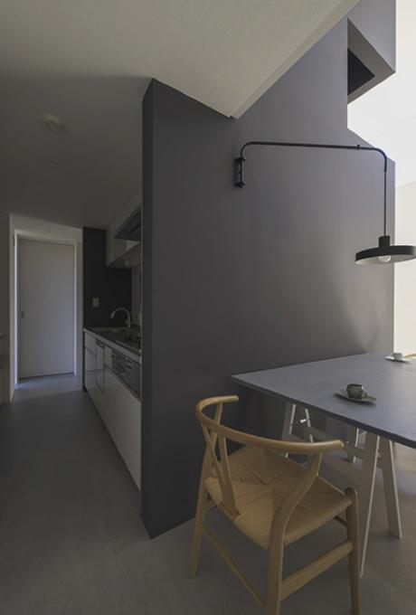 『富木島の家』クール&斬新デザインの都会的な住まいの部屋 キッチン・ダイニング