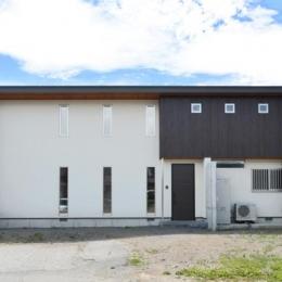 『六供後の家』門型ファサードのモダン住宅 (モダンな外観)