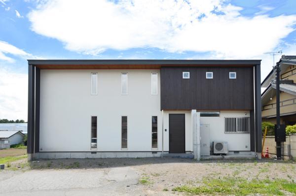『六供後の家』門型ファサードのモダン住宅の写真 モダンな外観