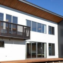 『六供後の家』門型ファサードのモダン住宅 (南面外観)