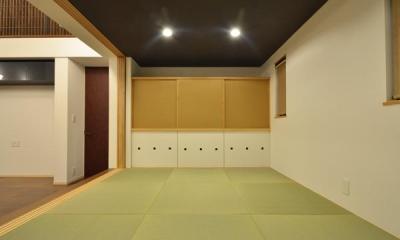 『六供後の家』門型ファサードのモダン住宅 (ゴロゴロ畳室)