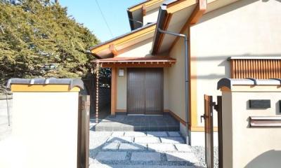 アプローチ・銅板葺き庇の玄関ポーチ|『蓬莱の家』独り暮らしと集まる家