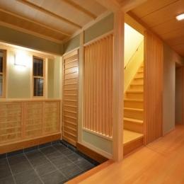 瓦タイル敷きの和風玄関