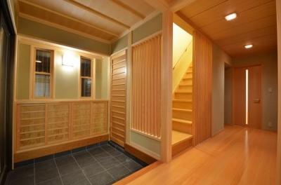 瓦タイル敷きの和風玄関 (『蓬莱の家』独り暮らしと集まる家)