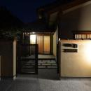 『蓬莱の家』独り暮らしと集まる家の写真 アプローチ-夜景