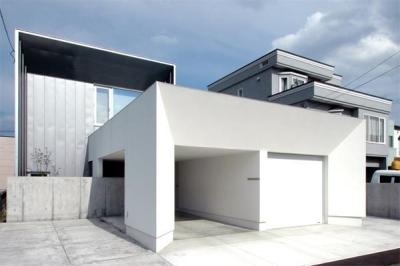『HOUSE YT』洗練されたスタイリッシュな住宅 (スタイリッシュな外観)