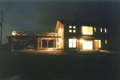 外観夜景 (土間を楽しむ現代民家 光と風が通り抜ける家)