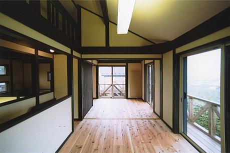 土間を楽しむ現代民家 光と風が通り抜ける家の写真 見晴らしのいい開放的なキッズルーム