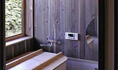ヒバの香りがする浴室|土間を楽しむ現代民家 光と風が通り抜ける家