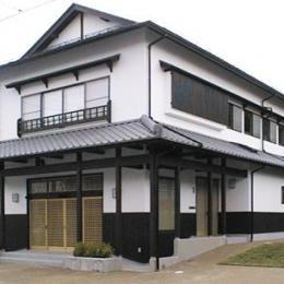 町家民家の移築再生 土間を取り込む新生活町家 (漆喰と古色仕上げの外観)