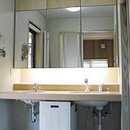 町家民家の移築再生 土間を取り込む新生活町家 (シンプルな洗面室)