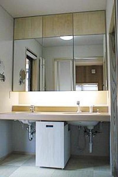 シンプルな洗面室 (町家民家の移築再生 土間を取り込む新生活町家)