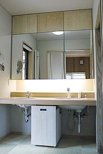 町家民家の移築再生 土間を取り込む新生活町家の部屋 シンプルな洗面室