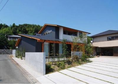 『伊左地の家』緑・光・風を感じる長期優良住宅 (シャープな外観-2)