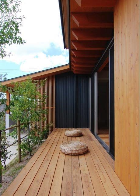 『伊左地の家』緑・光・風を感じる長期優良住宅 (リビングとつながるデッキ)