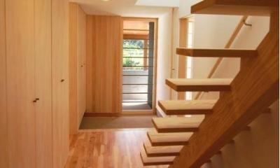明るい玄関ホール 『伊左地の家』緑・光・風を感じる長期優良住宅