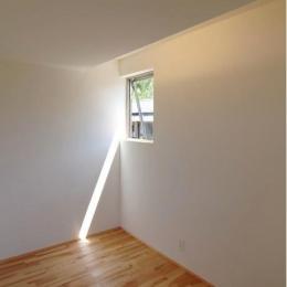 『伊左地の家』緑・光・風を感じる長期優良住宅 (主寝室-光の創り方を重視)