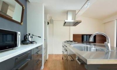 IKEAのキッチンと背面収納|『小さな平屋』内部と外部の関係性を見出すFRPグレーチング