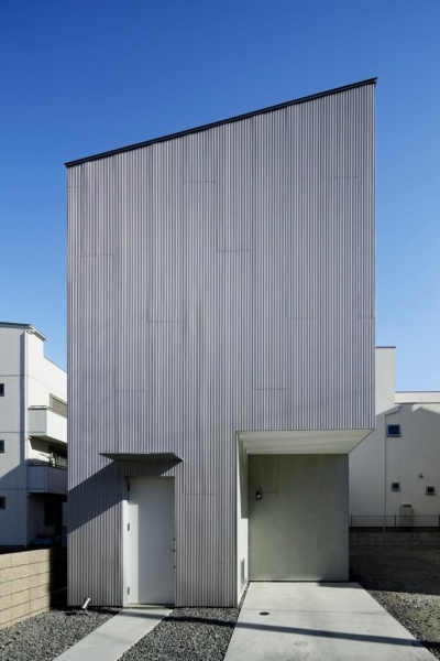 『big&small boxes』大きなハコの中に小さなハコをちりばめた家 (シャープな外観)