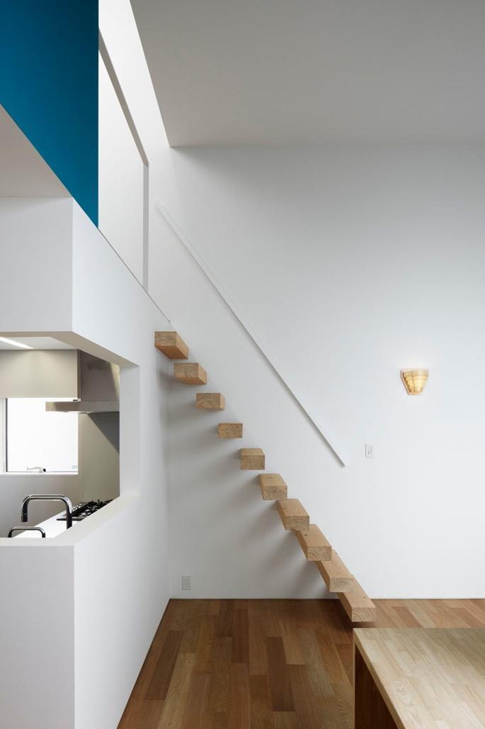 『big&small boxes』大きなハコの中に小さなハコをちりばめた家 (木製のスケルトン階段)