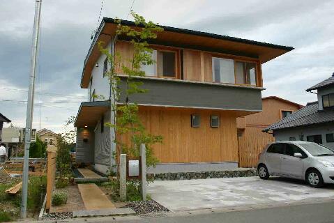 『和光の家1』木の質感溢れる温かな住まいの部屋 素材感あふれる外観