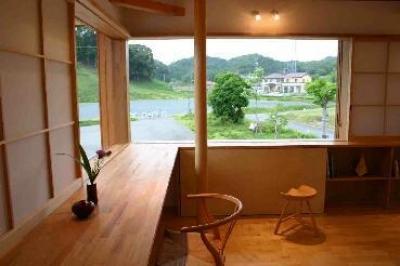 緑を取り込むスタディースペース (『和光の家1』木の質感溢れる温かな住まい)