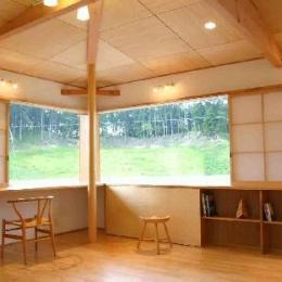 『和光の家1』木の質感溢れる温かな住まい (開放的なスタディースペース)