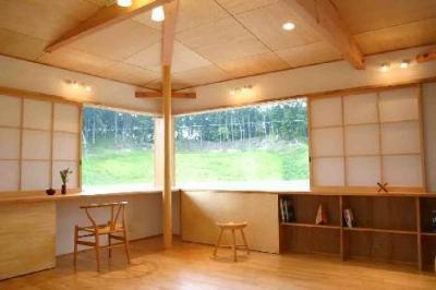 開放的なスタディースペース (『和光の家1』木の質感溢れる温かな住まい)