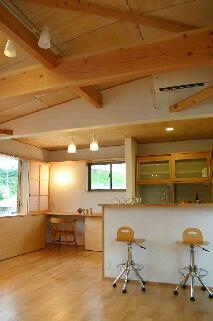 『和光の家1』木の質感溢れる温かな住まいの部屋 高天井のLDK