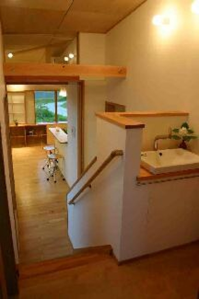 『和光の家1』木の質感溢れる温かな住まい (手洗いスペース)