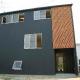 『半々階の家・黒』半階ずつ空間が繋がる楽しい住まい