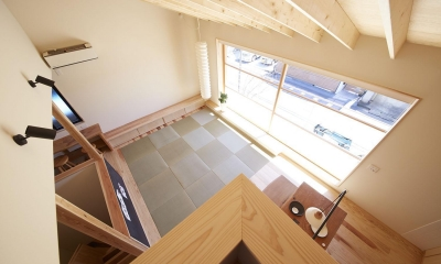 柳崎の住宅 (ロフトからリビングダイニングを眺める)
