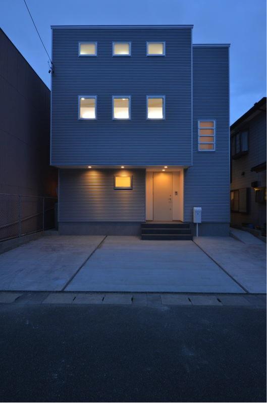N邸・充実したアウトドア空間の写真 外観夜景