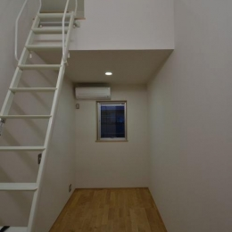 N邸・充実したアウトドア空間 (ロフト付きの寝室)