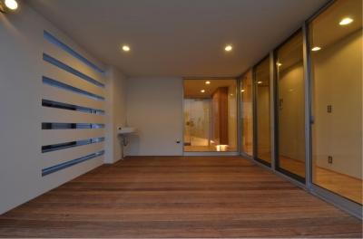 1階デッキ-アウトドアリビング (N邸・充実したアウトドア空間)