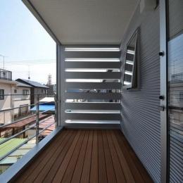 N邸・充実したアウトドア空間 (2階デッキ)