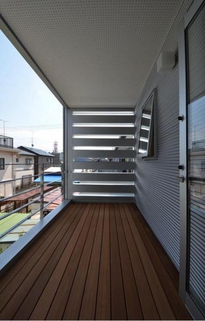 2階デッキ (N邸・充実したアウトドア空間)