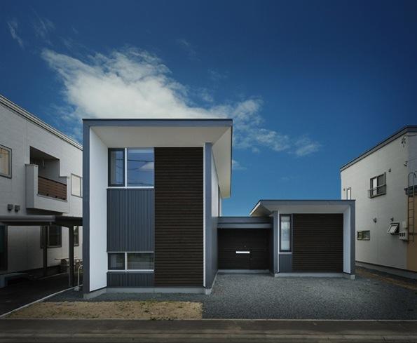 『太陽と風の門』光と風と景色をとりこむシンプルモダン住宅の写真 スタイリッシュな外観-1