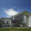 『太陽と風の門』光と風と景色をとりこむシンプルモダン住宅の写真 スタイリッシュな外観-2