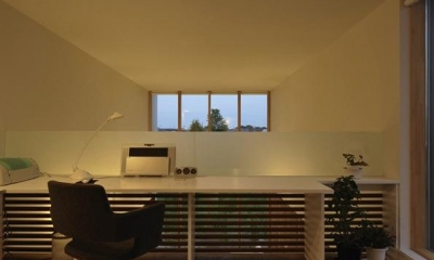 『太陽と風の門』光と風と景色をとりこむシンプルモダン住宅 (開放的なワークスペース)